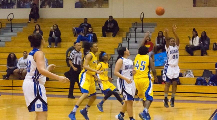 Alena Evans grabbed a game-high 14 rebounds in the loss to SUNO.