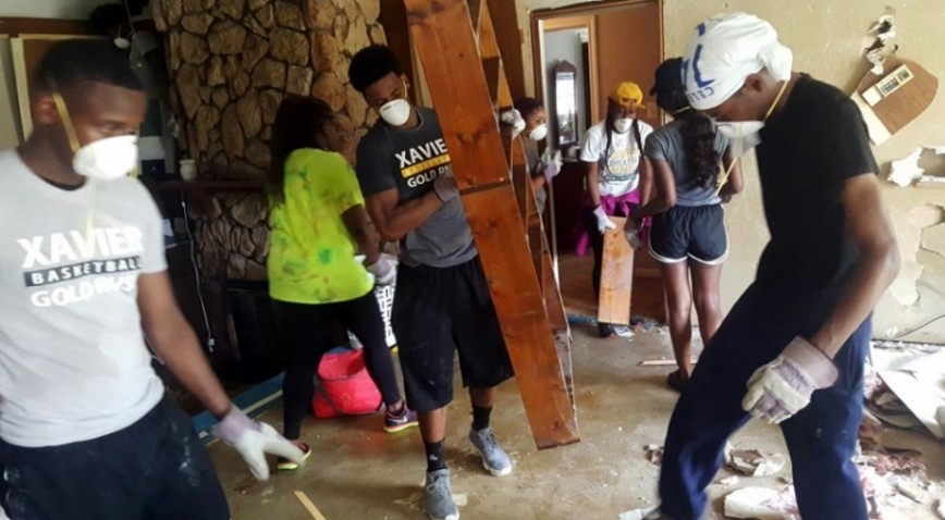 Photo for XULA students, athletes assist in #BRflood recovery